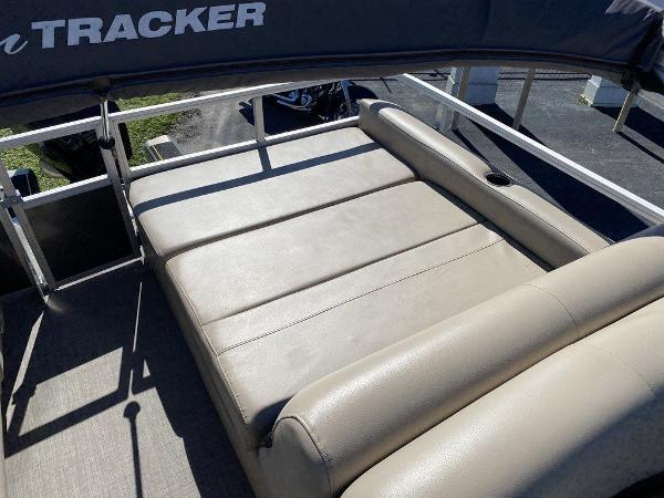 2017 Sun Tracker boat for sale, model of the boat is PARTY BARGE® 24 XP3 & Image # 9 of 13