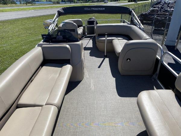 2017 Sun Tracker boat for sale, model of the boat is PARTY BARGE® 24 XP3 & Image # 12 of 13