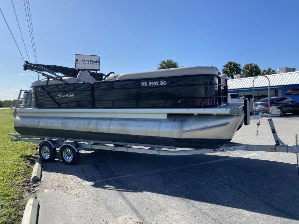 2017 Sweetwater boat for sale, model of the boat is SW 2286 C & Image # 6 of 9