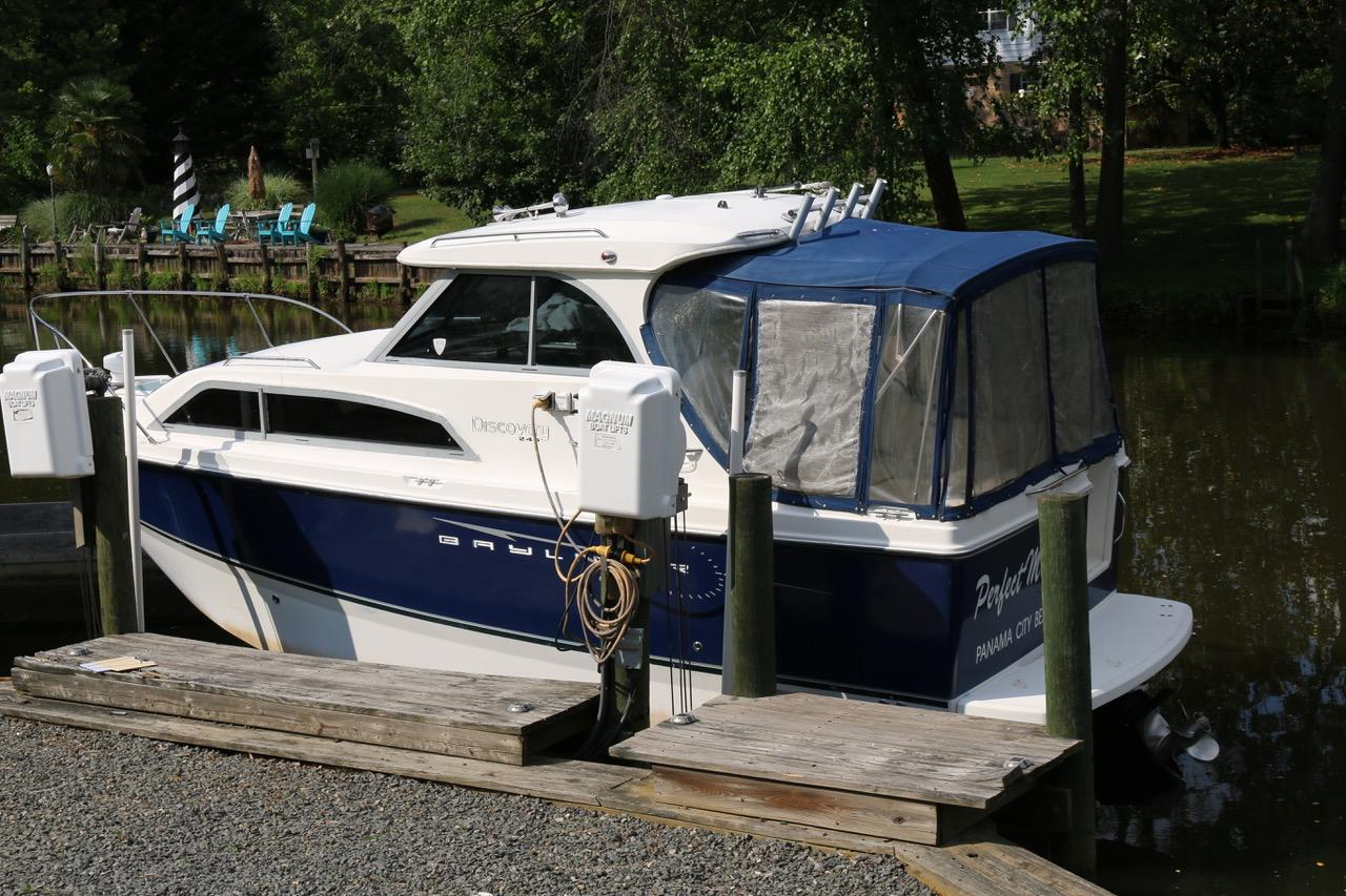 V 6196 BH Knot 10 Yacht Sales
