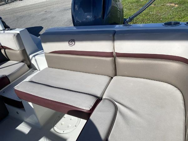 2018 Hurricane boat for sale, model of the boat is SD 217 OB & Image # 5 of 12