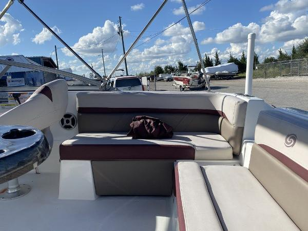 2018 Hurricane boat for sale, model of the boat is SD 217 OB & Image # 6 of 12