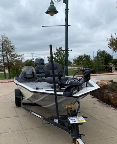 2021 Tracker Boats boat for sale, model of the boat is Pro Team 195 TXW Tournament Edition & Image # 1 of 3
