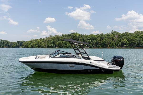2022 SEA RAY SPX 190 Outboard