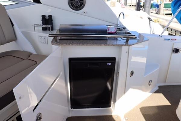 2014 Sea Ray boat for sale, model of the boat is 310 Sundancer & Image # 6 of 14