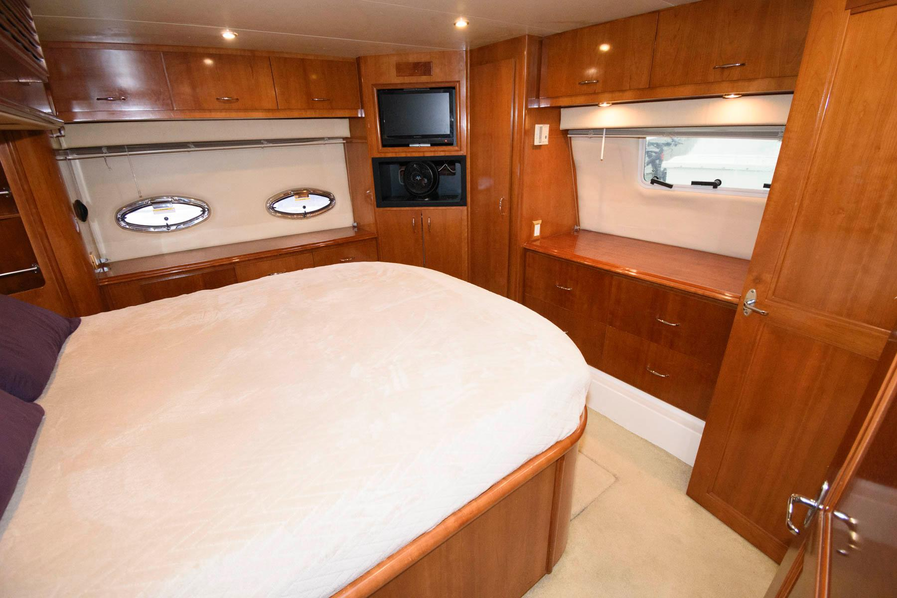 M 6197 KB Knot 10 Yacht Sales