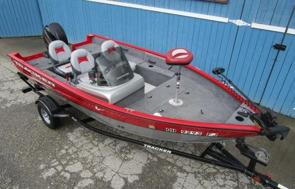 2014 Tracker Boats boat for sale, model of the boat is Pro Guide V-16 SC & Image # 3 of 17