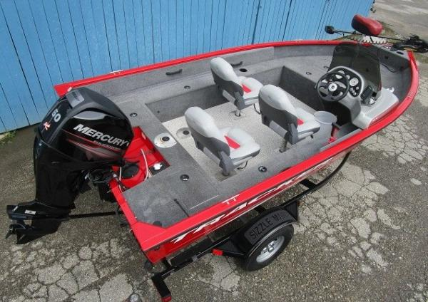 2014 Tracker Boats boat for sale, model of the boat is Pro Guide V-16 SC & Image # 4 of 17
