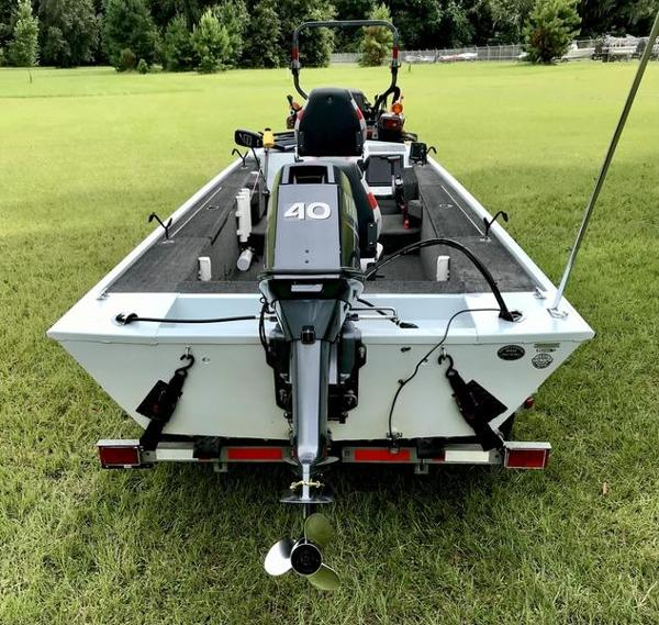 2005 Triton boat for sale, model of the boat is 1653 Stick Steer Boat & Image # 2 of 10