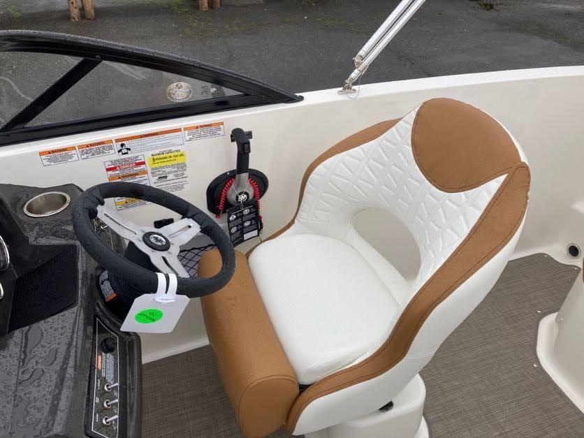 2022 Bayliner VR5 Bowrider I/O