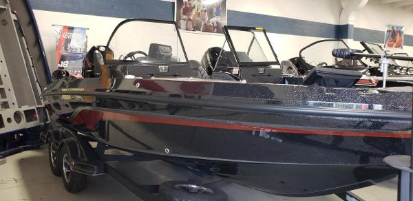 2020 Nitro boat for sale, model of the boat is ZV20 Pro & Image # 4 of 7