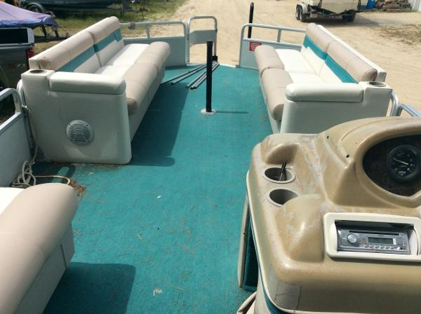1997 Sun Tracker boat for sale, model of the boat is 25 Party Barge & Image # 5 of 5
