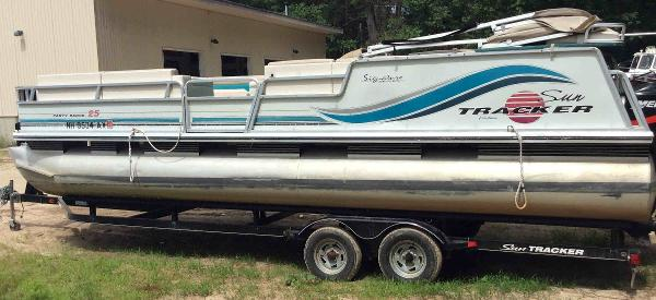 1997 Sun Tracker boat for sale, model of the boat is 25 Party Barge & Image # 1 of 5