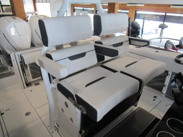 2021 Blackfin boat for sale, model of the boat is 272CC & Image # 17 of 30