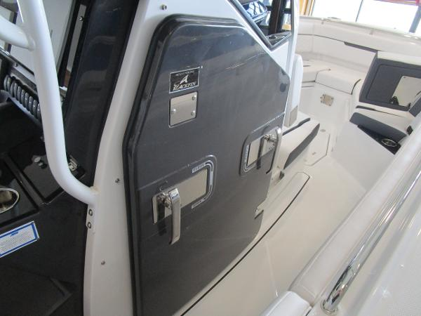 2021 Blackfin boat for sale, model of the boat is 272CC & Image # 18 of 30