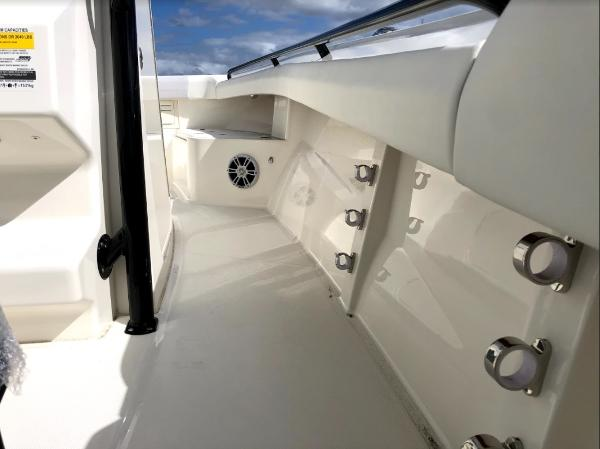 2021 Mako boat for sale, model of the boat is 236 CC & Image # 15 of 43