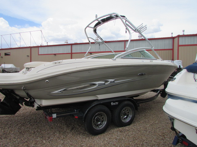 2005 Sea Ray boat for sale, model of the boat is 220 Select & Image # 10 of 10
