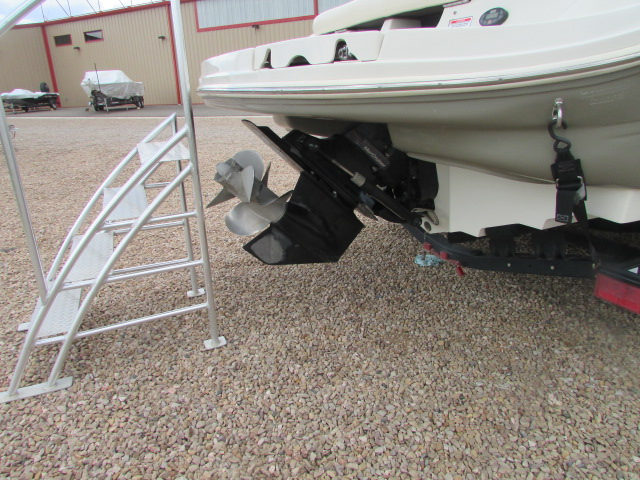 2005 Sea Ray boat for sale, model of the boat is 220 Select & Image # 5 of 10