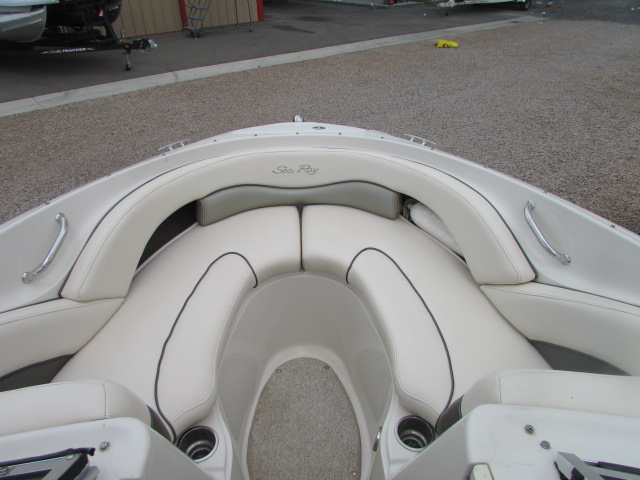 2005 Sea Ray boat for sale, model of the boat is 220 Select & Image # 8 of 10