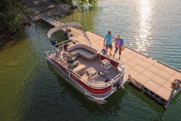 2021 Sun Tracker boat for sale, model of the boat is Bass Buggy 18 DLX & Image # 2 of 52