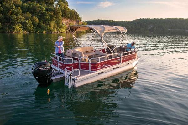 2021 Sun Tracker boat for sale, model of the boat is Bass Buggy 18 DLX & Image # 3 of 52