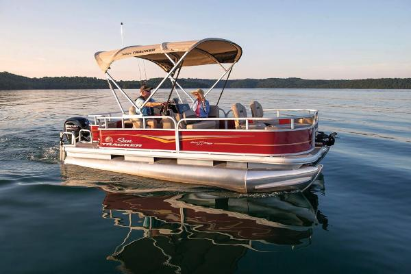 2021 Sun Tracker boat for sale, model of the boat is Bass Buggy 18 DLX & Image # 6 of 52