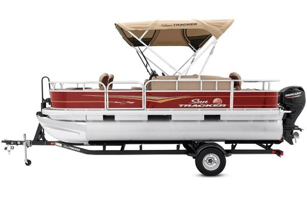 2020 Sun Tracker boat for sale, model of the boat is Bass Buggy 18 DLX & Image # 12 of 52