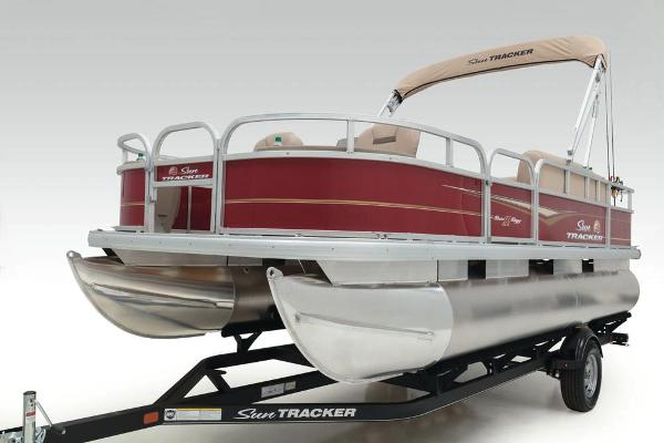 2020 Sun Tracker boat for sale, model of the boat is Bass Buggy 18 DLX & Image # 16 of 52