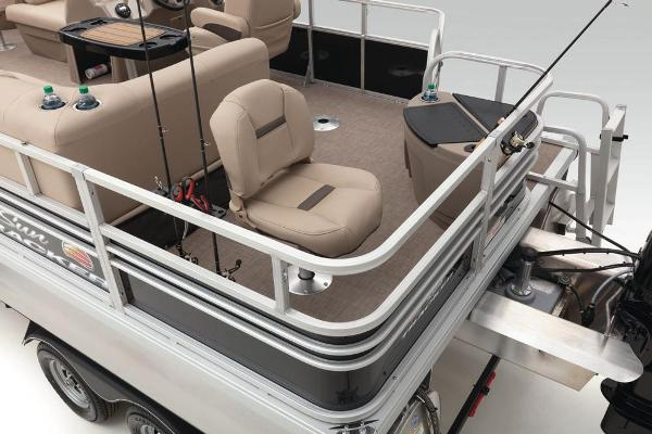 2022 Sun Tracker boat for sale, model of the boat is Fishin' Barge 20 DLX & Image # 38 of 52