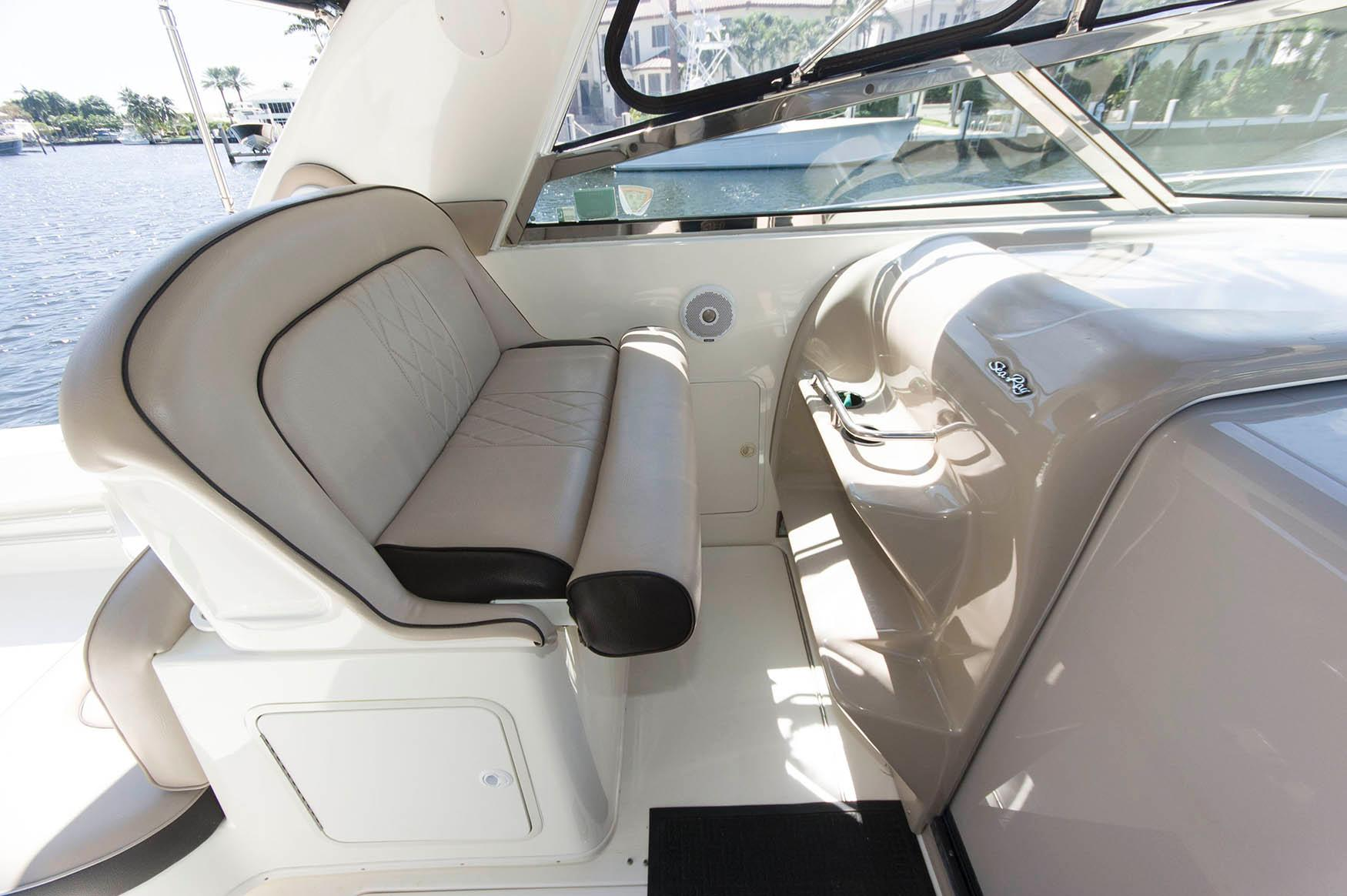 F 5725 MS Knot 10 Yacht Sales