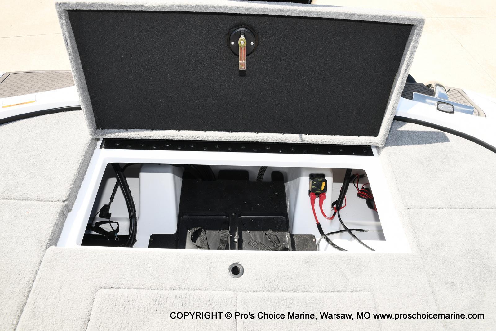 2021 Nitro boat for sale, model of the boat is Z18 & Image # 12 of 50