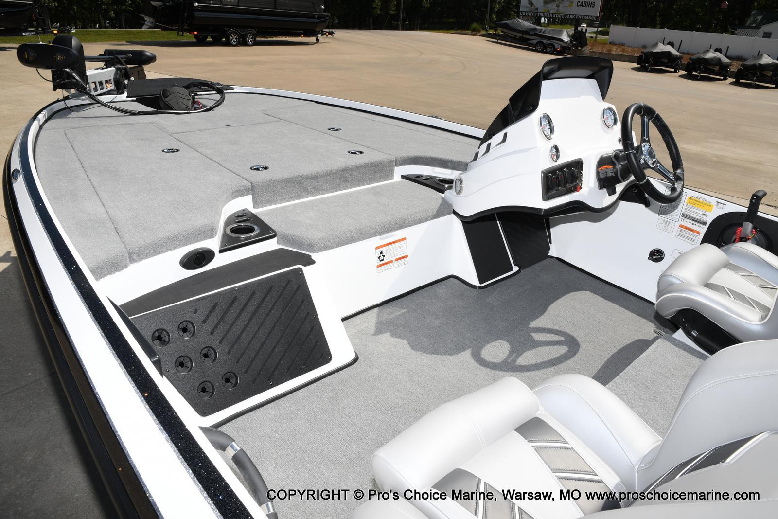 2021 Nitro boat for sale, model of the boat is Z18 & Image # 37 of 50