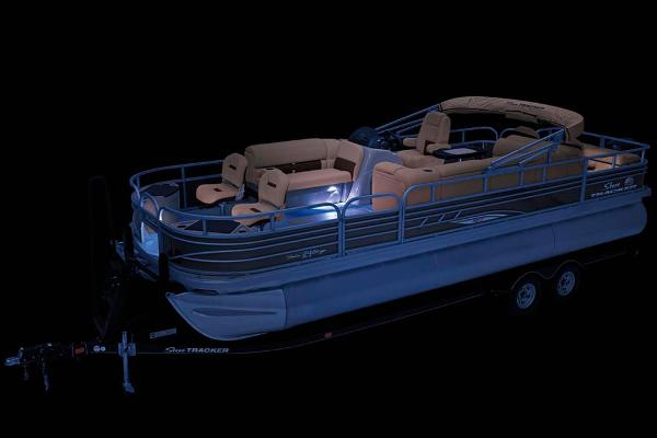 2021 Sun Tracker boat for sale, model of the boat is Fishin' Barge 24 XP3 & Image # 12 of 81