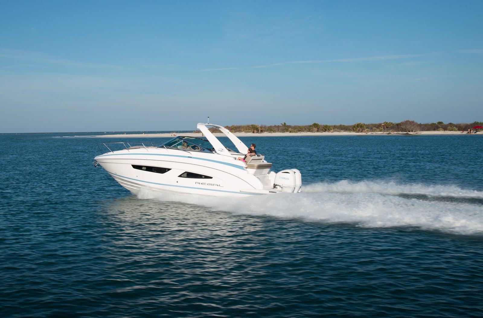 2021 Regal Outboard 33 XO