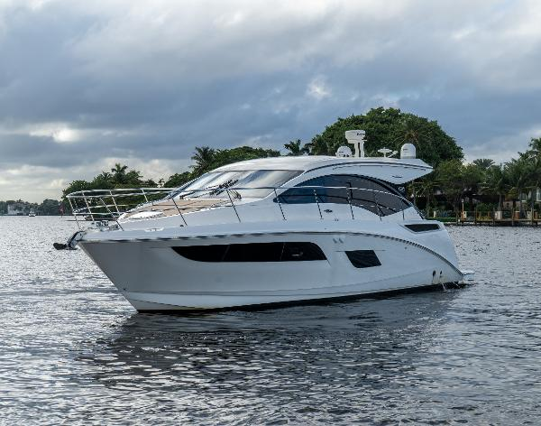 2016 Sea Ray 400 Sundancer