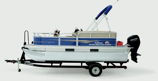 2021 Sun Tracker boat for sale, model of the boat is Bass Buggy 16 XL & Image # 3 of 13