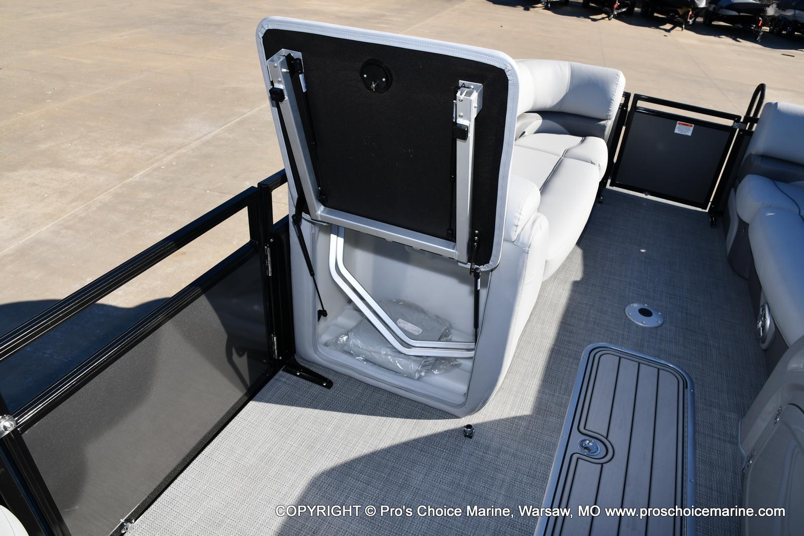 2021 Regency boat for sale, model of the boat is 230 DL3 w/250HP Mercury Verado 4 Stroke & Image # 10 of 50