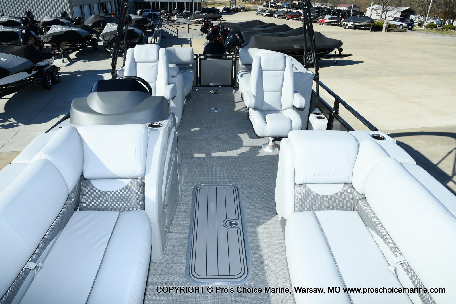 2021 Regency boat for sale, model of the boat is 230 DL3 w/250HP Mercury Verado 4 Stroke & Image # 6 of 50