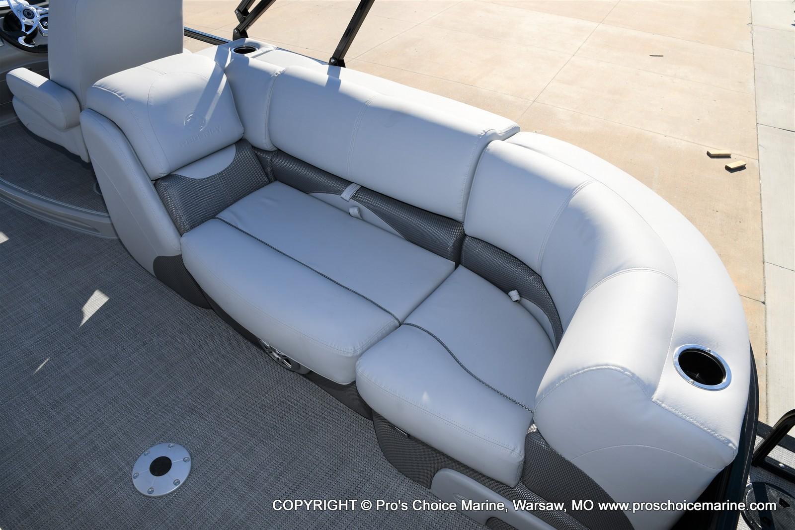 2021 Regency boat for sale, model of the boat is 230 DL3 w/250HP Mercury Verado 4 Stroke & Image # 18 of 50