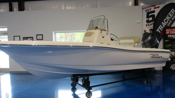 2021 Pioneer boat for sale, model of the boat is 180 Sportfish & Image # 2 of 36