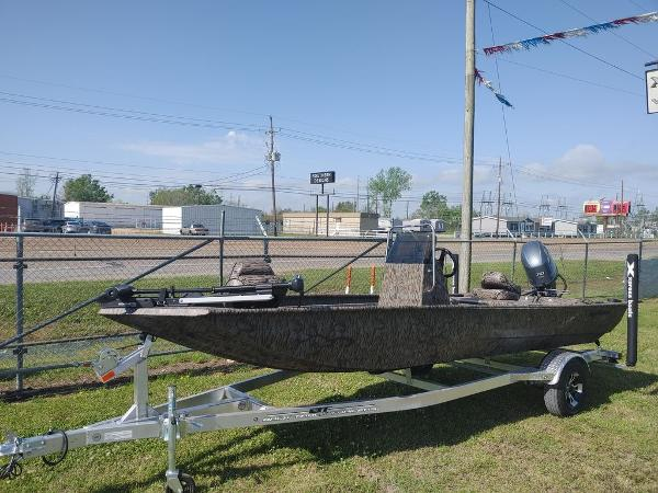 2021 Xpress boat for sale, model of the boat is XP18CC & Image # 1 of 7