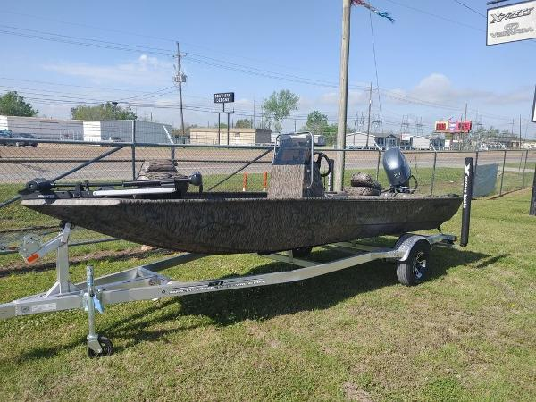 2021 Xpress boat for sale, model of the boat is XP18CC & Image # 3 of 7