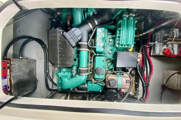 2002 Regal 2665 Commodore