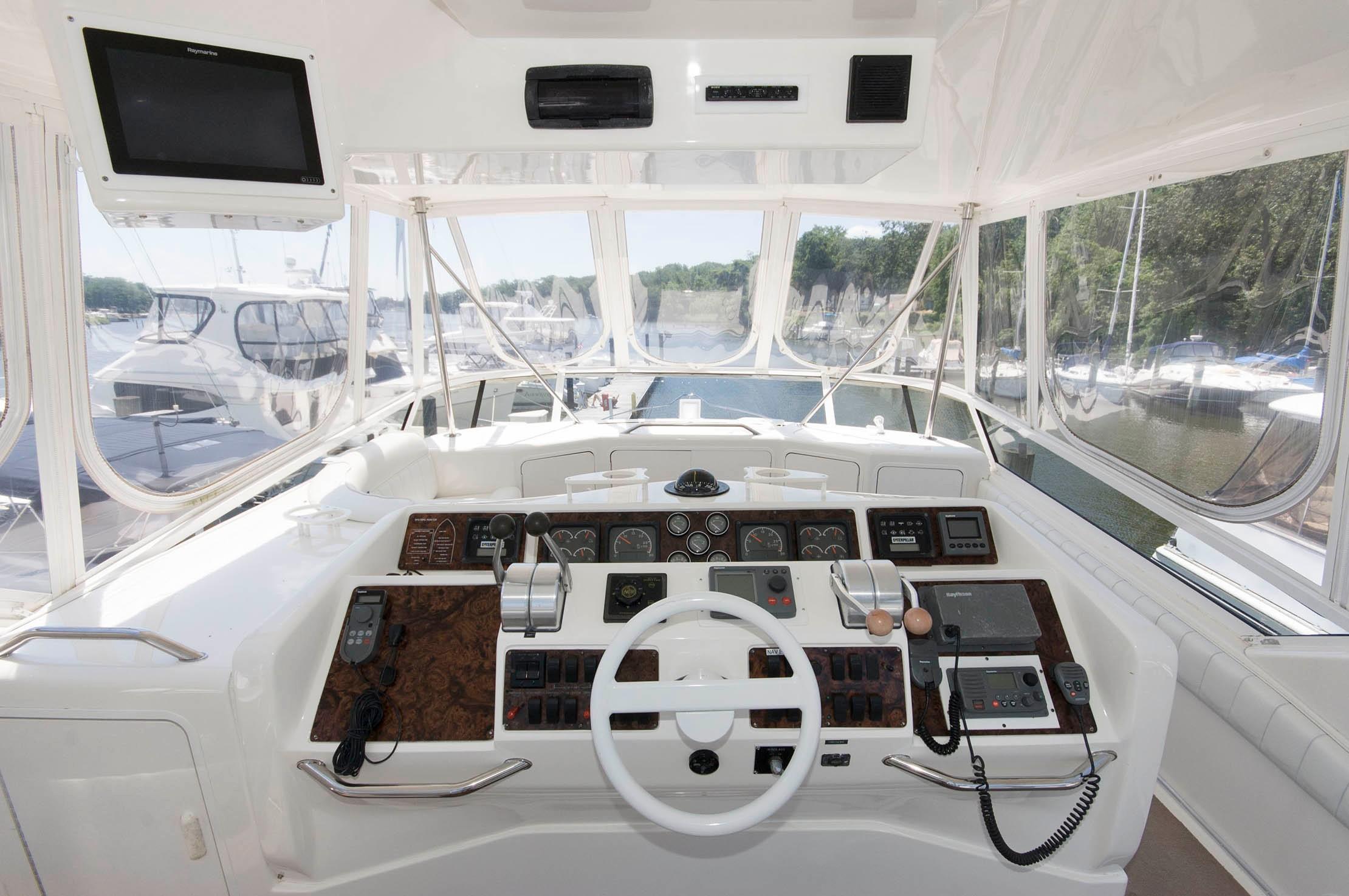 M 5455 EF Knot 10 Yacht Sales