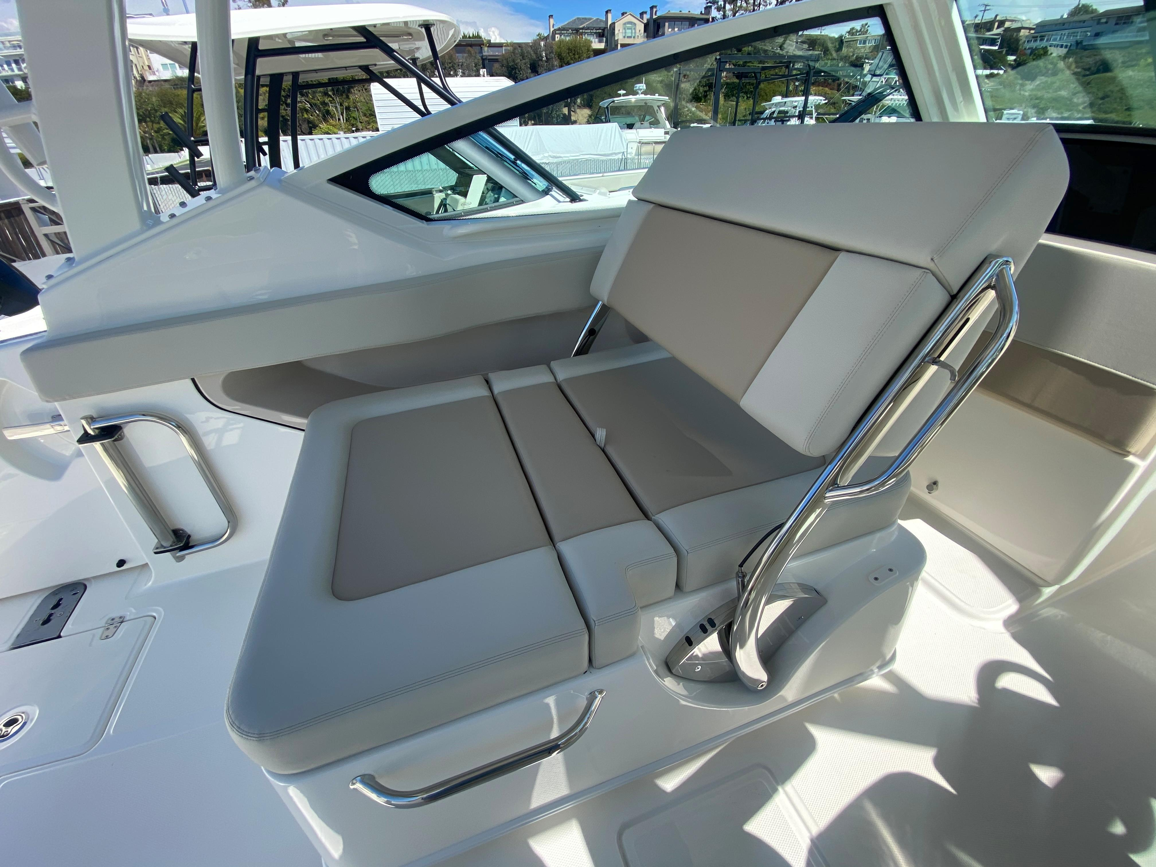 2021 Boston Whaler 280 Vantage #BW1545A inventory image at Sun Country Coastal in Newport Beach