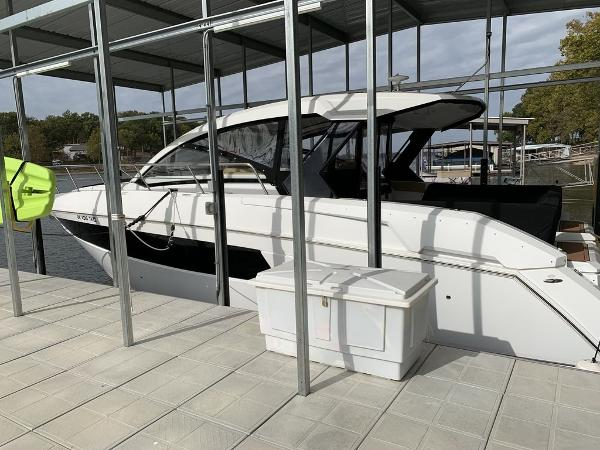 2015 CRUISERS YACHTS 39 Express Coupe thumbnail