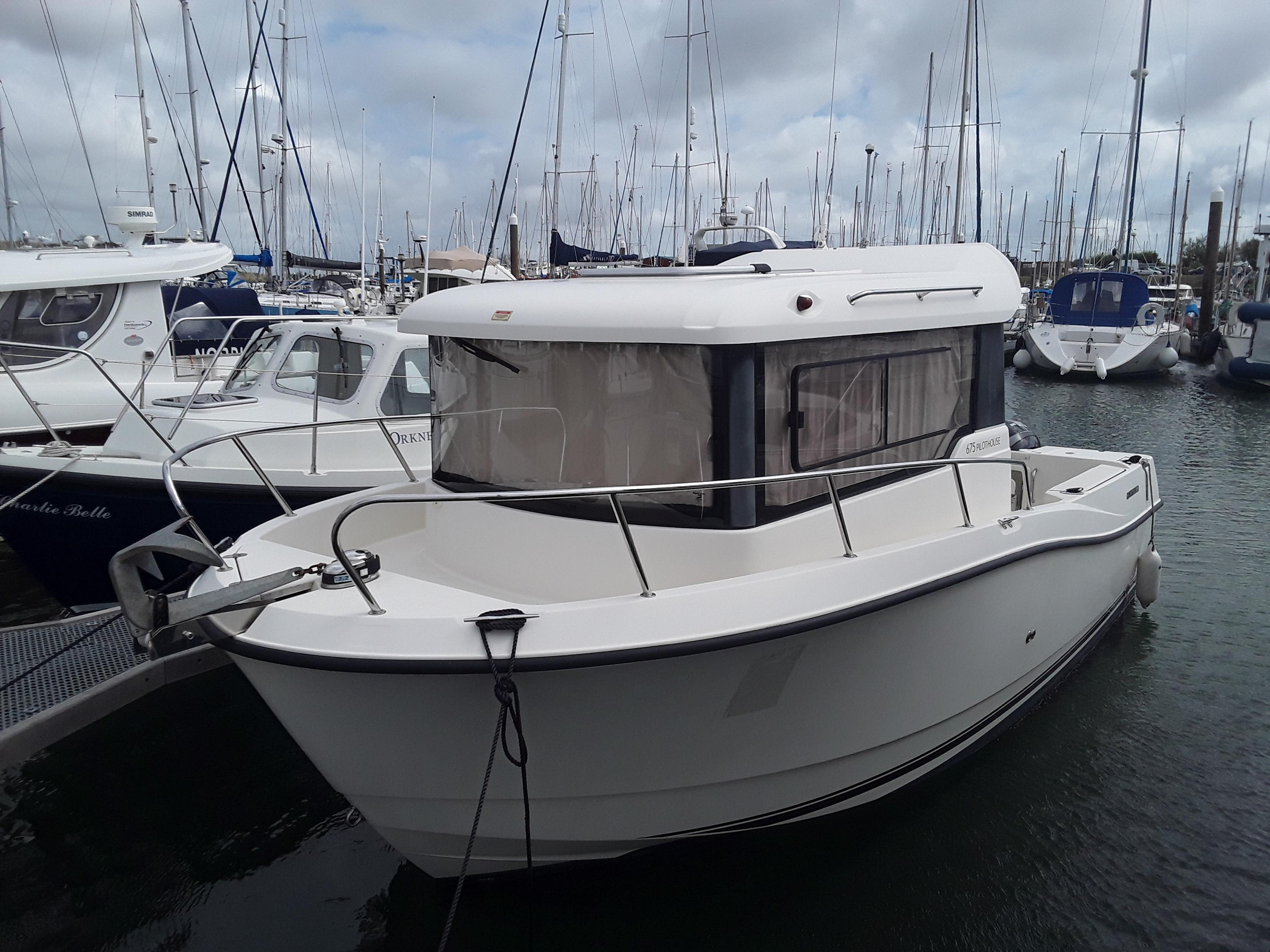 Quicksilver Captur Pilothouse 675