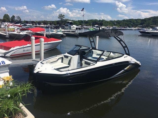 2019 Yamaha Boats 210AR thumbnail