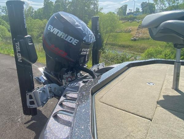 2014 Ranger Boats boat for sale, model of the boat is Z520C & Image # 8 of 21