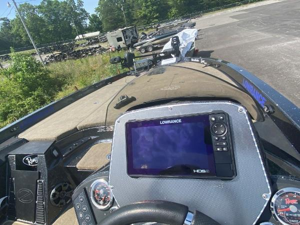 2014 Ranger Boats boat for sale, model of the boat is Z520C & Image # 10 of 21